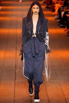 Sfilata DKNY New York - Collezioni Primavera Estate 2017 - Vogue