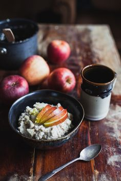 Apple ginger cashew cream oatmeal for a warming fall breakfast #vegan