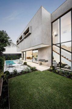 Betonhaus mit Pool garten-grillplatz-rasenfläche-pflanzenbeete