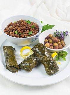 Stuffed grape leaves || Hojas de parra rellenas (in Spanish, with translator)