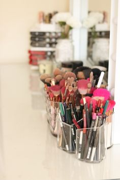 Beauty storage ideas makeup in 2019 Snacks For Work, Healthy Work Snacks, Healthy Dog Treats, Beauty Quotes, Beauty Art, Beauty Skin, Rangement Makeup, Wrinkled Skin, Dog Recipes
