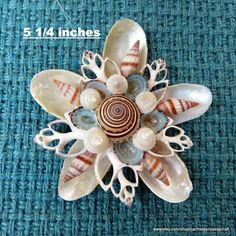 Beach Ornaments, Shell Ornaments, Christmas Ornaments To Make, Christmas Crafts, Seashell Art, Seashell Crafts, Seashell Identification, Seashell Projects, Shell Flowers