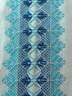 This Pin was discovered by Nil Swedish Embroidery, Hardanger Embroidery, Silk Ribbon Embroidery, Hand Embroidery Designs, Cross Stitch Embroidery, Embroidery Patterns, Motifs Bargello, Broderie Bargello, Swedish Weaving Patterns