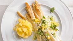 Spargel aus dem Ofen mit Zitronen-Stampfkartoffeln, Ei und Kresse. © ZS Verlag Zabert Sandmann Fotograf: Jan-Peter Westermann