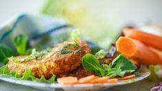 Mrkvové placky Tandoori Chicken, Salmon Burgers, Mozzarella, Meat, Ethnic Recipes, Food, Beef, Salmon Patties, Meal