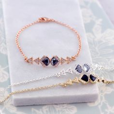 Are you interested in our Art deco bracelet? With our crystal bracelet you need look no further.