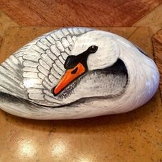 Swan hand painted on rock stone cobble Painted Rock Animals, Painted Rocks Craft, Hand Painted Rocks, Painted Pebbles, Painting Animals On Rocks, Painted Stones, Swan Painting, Pebble Painting, Pebble Art