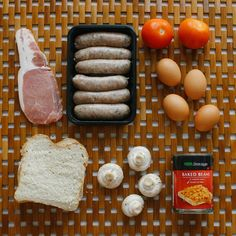 Make vegan. How to make a traditional Full English Breakfast (and what is it? European Breakfast, English Breakfast Traditional, Breakfast Time, Breakfast Recipes, Baking Basics, English Food, Hot Dog, Food And Drink, Cooking