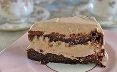 Υπέροχο γλύκισμα πραλίνας με 3 υλικά   Συνταγές - Sintayes.gr Carrot Spice Cake, Cake Supplies, Flourless Chocolate Cakes, Sweet Pastries, Round Cakes, Cake Tins, Cream Cake, Nutella