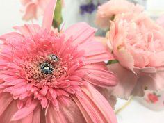 Silver Flower Ear Studs with Opal  #sterlingsilver #silverjewelry #elf925 #earrings #earstuds #thailand #summer #spring #winter #fashion #women #girls #gold #mini #opal