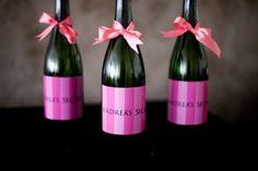Chá de lingerie com decoração ao estilo Victoria's Secret com vinhos com rotulo personalizado. Foto: Camila Muradas.