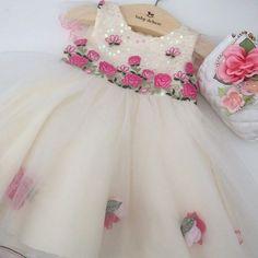 Simplesmente lindo!!! Disponível na loja!  Tam: 1 e 3 anos. Girls Dresses, Flower Girl Dresses, Photo And Video, Wedding Dresses, Instagram Posts, Clothes, Image, 1, Fashion