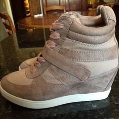 Selling this Steve Madden Olympiaa sneakers 6.5 *WORN ONCE* in my Poshmark closet! My username is: jadeline. #shopmycloset #poshmark #fashion #shopping #style #forsale #Steve Madden #Shoes
