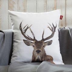 Die Kissenhülle mit #Hirschmotiv macht sich gut auf jedem Sofa!