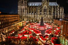 We have selected the most beautiful Christmas destinations in Europe. During your Christmas holiday in Europe you will discover the best Christmas markets and the most romantic Christmas destinations. Best Christmas Markets Europe, Cologne Christmas Market, Christmas Destinations, German Christmas Markets, Magical Christmas, Noel Christmas, Beautiful Christmas, Christmas Lights, Prague Christmas