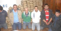 Suma decomiso de droga 689 paquetes; detenidos son de Sinaloa http://www.el-mexicano.com.mx/informacion/noticias/1/22/policiaca/2012/03/05/552995/suma-decomiso-de-droga-689-paquetes-detenidos-son-de-sinaloa.aspx