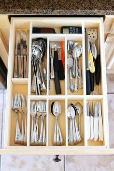 Make your own Custom Wood Kitchen Utensil Drawer Organizer! Super easy and so cheap. Great Alternative to expensive drawers for the handy man. Utensil Drawer Organization, Diy Drawer Organizer, Drawer Organisers, Kitchen Organization, Kitchen Storage, Organization Ideas, Cutlery Storage, Diy Storage, Storage Ideas