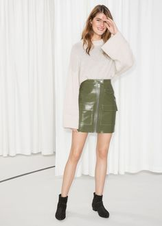 Utilitarian Patent Leather Skirt - Khaki Green - Leather skirts - & Other Stories Green Leather Skirt, Leather Skirts, Leder Outfits, Fashion Story, Khaki Green, Rock, How To Look Pretty, Style Guides, Patent Leather