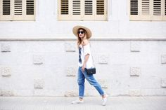 A TRENDY LIFE. White t-shirt with print+boyfriend jeans+white sneakers+black shouder bag+sun straw hat+sunglasses. Summer outfit 2016