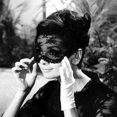 Daily Find – Audrey Hepburn e la veletta in pizzo nero | Modalicious