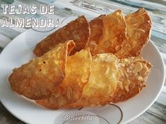 TEJAS DE ALMENDRA Profiteroles, Cookie Recipes, Snack Recipes, Snacks, Spanish Desserts, Biscuits, Four, Sin Gluten, Cupcake Cookies