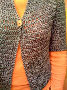 I want to try this one: free crochet cardigan pattern. The only change I would make would b doing buttons all the way down or just one one the top Pull Crochet, Crochet Cardigan Pattern, Crochet Jacket, Knit Or Crochet, Crochet Scarves, Crochet Shawl, Crochet Clothes, Crochet Stitches, Crochet Patterns
