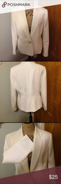 Kasper crisp white textured lined blazer My loss is your gain. Size 14, nice used condition textured patterned blazer perfect for your  upcoming spring/summer wardrobe addition. Shell and lining both 💯 % polyester. 3/2017 Kasper Jackets & Coats Blazers