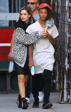 Who is Jaden Smith's new girlfriend Sarah Snyder? Will Smith and Jada Pinkett Smith's son, Jaden Smith, made headlines earlier this month when he arrive at New York Fashion Week with his new girlfriend, Sarah Snyder, on his arm. Jaden Smith Fashion, Sarah Snyder, Handsome Celebrities, Beauty Crush, Jada Pinkett Smith, Fashion Week 2016, New Girlfriend, New York Fashion, Mens Fashion