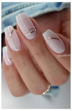 Chic Nails, Stylish Nails, January Nail Colors, Ongles Beiges, Subtle Nail Art, Gold Nail Art, Beige Nail Art, Yellow Nail Art, Gorgeous Nails