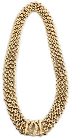 """Halsweite: ca. 40 cm. Breite: ca. 1,5 cm. Gewicht: ca. 135,2 g. GG 750. Signiert """"Cartier 835381"""". Elegantes dreireihiges Gliedercollier mit Doppel..."""