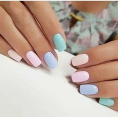 Looking for easy nail art ideas for short nails? Look no further here are are quick and easy nail art ideas for short nails. Chic Nail Art, Chic Nails, Stylish Nails, Fun Nails, Pretty Nails, Gradient Nails, Matte Nails, Pastel Nail Art, Rainbow Nails
