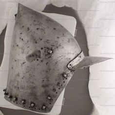 Bascinet, Musée de Valere, Sion  ref_arm_1562 Date: 1380-1400 Material: Steel (0.2% C)  Heat-Treatment: Air-Cooling Skull Front Thickness (L/R): 1.7-1.9 mm Skull Back Thickness (L/R): 1.9-1.8 mm Cheeks Thickness (L/R): 1.3-1.1 mm The brim (peak) is obviously a later addition, as the helm presents two holes for the side hinges for the pivots of the visor that have been closed by a rivet and the metal texture of the brim itself is quite different.