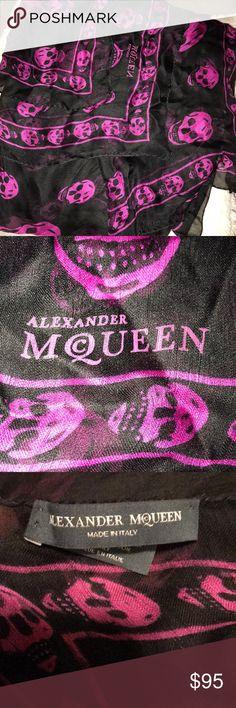 Alexander McQueen skull scarf Hot pink & black silk Alexander McQueen skull scarf Alexander McQueen Accessories Scarves & Wraps
