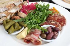 Many pictures of ideas for ploughman's lunches Irish Recipes, Asian Recipes, Ploughman's Lunch, Sharing Platters, Charcuterie Recipes, Food Vans, Whats For Lunch, Party Platters, Cheese Plates