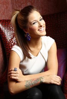 hey I'm cassadee pope! I'm 18 and single and looking for my prince! I'm a country singer... so I'm more deep and inspirational than other people. oh, and you can call me Cassie so.... Intro?