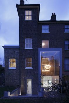 Double height glazed extension in Chiswick, by Cross Harris Architects