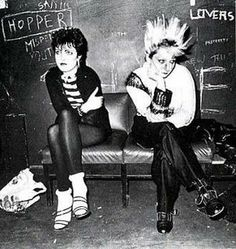 siouxie sioux and a lady named jordan in i'm remembering my punk history correctly. Estilo Punk Rock, Siouxsie Sioux, Siouxsie & The Banshees, 70s Punk, Punk Goth, Manado, Filles Punk Rock, Vivienne Westwood, Overwatch