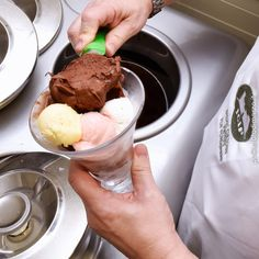 Three weeks of theoretical and practical lessons carried out by professional teachers to learn the art of making Italian ice cream and strategies to open a store. Possibility to carry out a training period at selected artisans