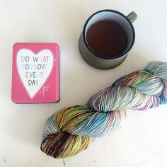 Today was about easing back in gently to working after a long break. Parts of it were great. Parts needed a bit more enthusiasm. But in amongst it all there was yarn. And tea. And more pretty little tins. So it's all good. #capturemycraft #devonsunyarns