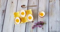 Easter sweet treat: pannacotta eggs with orange jelly Jelly, Panna Cotta, Sweet Treats, Crafts For Kids, Eggs, Easter, Valentines, Orange, Christmas