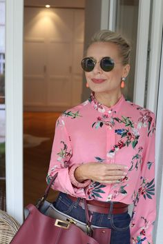 Mode How Sunglasses Can Change Look and Type Stylish Outfits For Women Over 50, Stylish Older Women, Over 50 Womens Fashion, Fashion Over 50, Clothes For Women, Outfits Casual, Fall Fashion Outfits, Mode Outfits, Winter Fashion