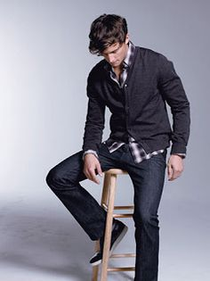 Fashion: Mens fashion.  Casual. Jeans. Cardigan.