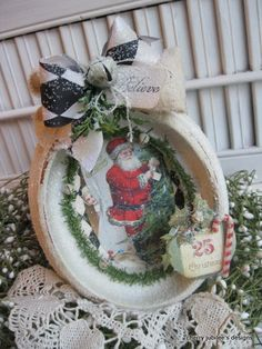 Could so do this with a Christmas card and Dollar Store frame <3. This site has a lot of great ideas! Oh my - I'm gonna get lost in this site and all the creativity!
