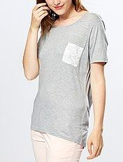 Loose-fitting T-shirt with printed breast pocket
