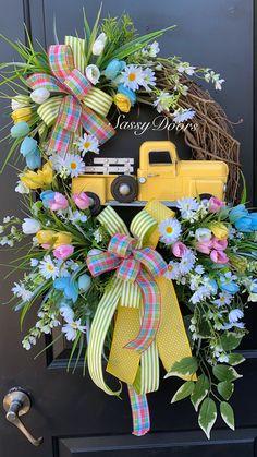 Spring Door Wreaths, Summer Wreath, Unique Doors, Wreath Ideas, Grapevine Wreath, Grape Vines, Floral Wreath, Spring Summer, Crafts