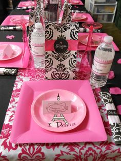 Table settings at a Paris Party #parispartyideas #tablesetting