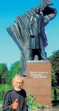 """Надеюсь,Степан Бандера был бы не против иметь фото со мной грузинским другом украинского народа.""""  Вахтанг Кикабидзе"""