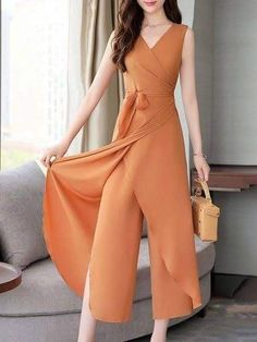 Mod@ en Line Hijab Fashion, Girl Fashion, Fashion Dresses, Womens Fashion, Fashion Design, Designer Jumpsuits, Designer Dresses, Pants For Women, Clothes For Women