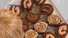 Oggi aDolci dopo il tiggì del 30 ottobre 2014 vediamo proporre ad Anna Moroni e Guido Castagna un dolce al cioccolato. La decorazione di...