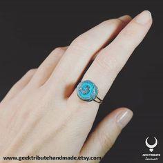 Hearthstone ring  . . . . #geektributehandmade #worldofwarcraft #wow #ring #etsyshop #etsy #polymerclayart #polymerclay #videogames #videogamejewelry #gamer #gamergirl #jewelry #alternative #fimo #diy #hearthstone #piedradelhogar #videogame #artistsoninstagram #art #accessory #onsale